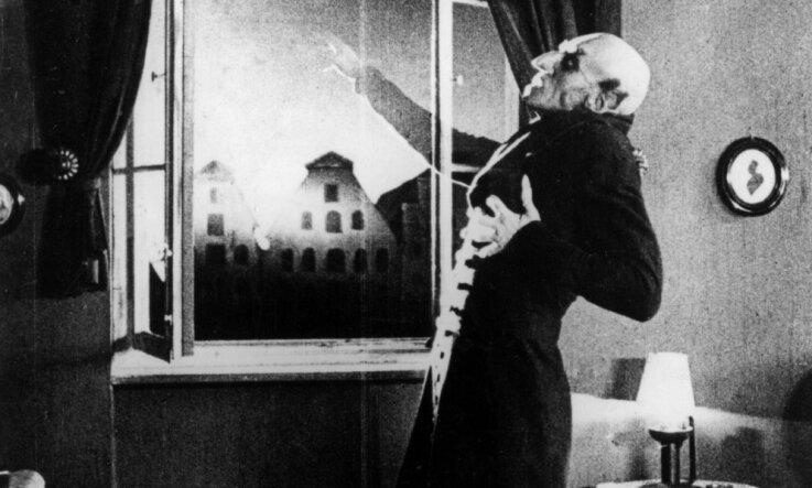 1922. gads: Latvijā ievēlē pirmo Saeimu un ievieš latu, kino skatītājus biedē Nosferatu