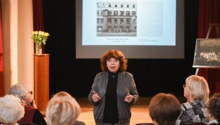 Foto: Teātra muzejā nosvinēta kādreizējā Jaunatnes teātra jubileja
