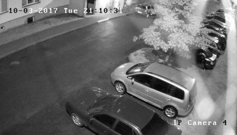 Par zādzību Dreiliņu mikrorajonā Valsts policija meklē video redzamos jauniešus