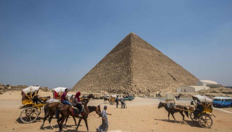 Египет дезинфицирует пирамиды Хеопса, Хефрена и Микерина от коронавируса