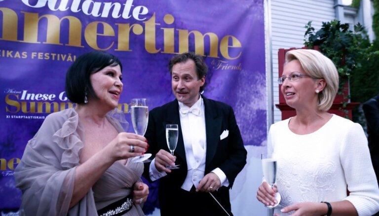 Foto: Ar muzikālām dzīrēm sācies operdīvas Galantes rīkotais festivāls 'Summertime'