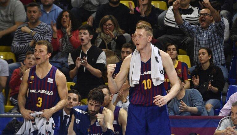 Šmits ar 15 punktiem rezultatīvākais 'Barcelona' uzvarā ACB spēlē