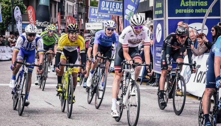 Neilands valsts svētkos izcīna trešo vietu 'Vuelta Asturias' tūres otrajā posmā