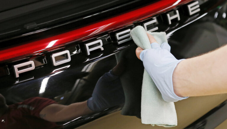 Pret 'Porsche' Vācijā sākta jauna tiesvedība 'dīzeļgeitas' lietā
