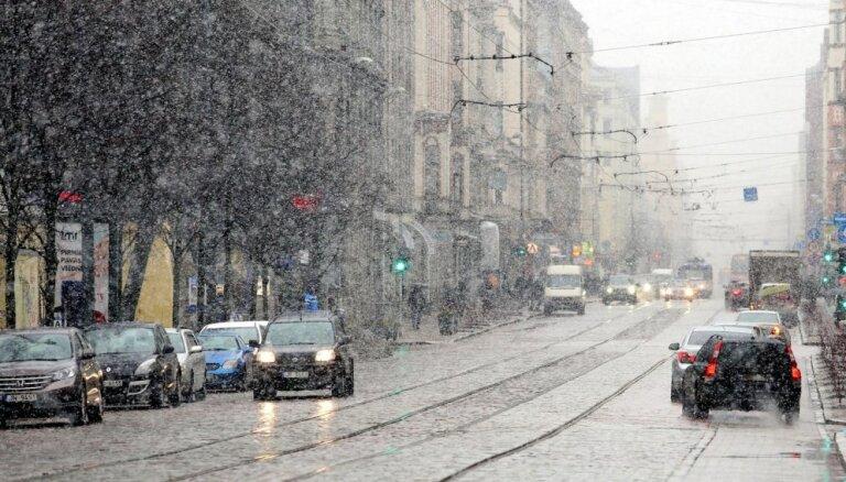 Синоптики: Во вторник пройдут дожди, к вечеру похолодает, возможен снег