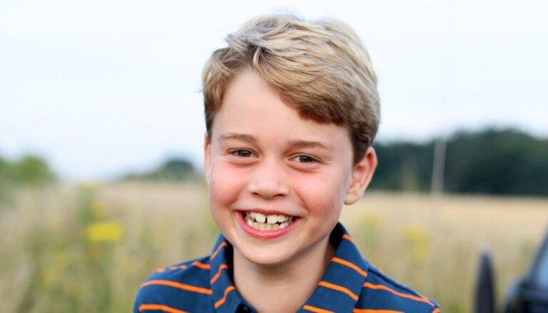 Lielbritānijā atzīmē prinča Džordža astoto dzimšanas dienu