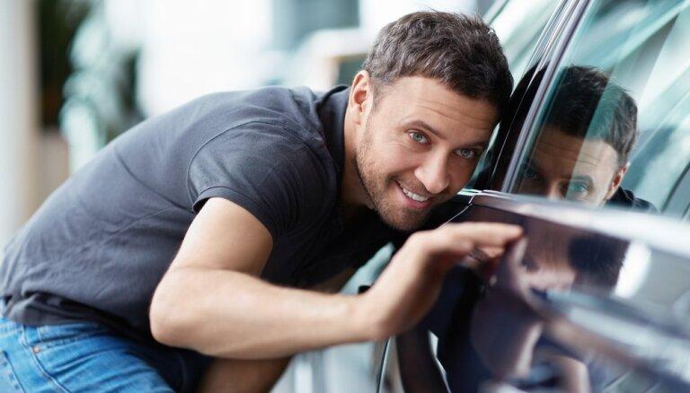 Četri veidi, kā ietaupīt, iegādājoties jaunu automašīnu