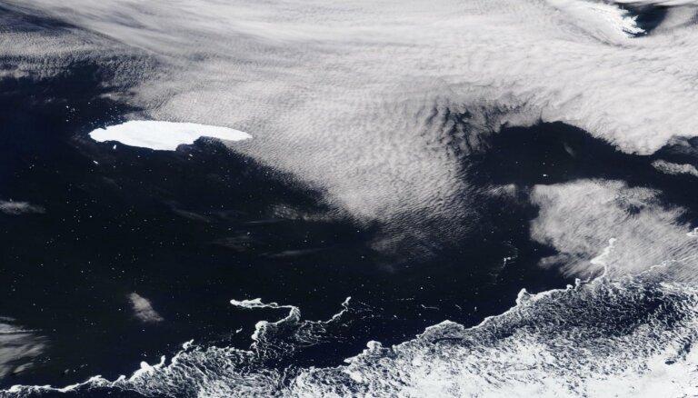 Klimata pārmaiņu blaknes: 160 km garš aisbergs apdraud nozīmīgu pingvīnu patvērumu