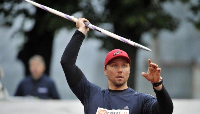 Kovals ar jaunu sezonas rekordu izcīna zeltu Latvijas čempionāta šķēpmešanas sacensībās
