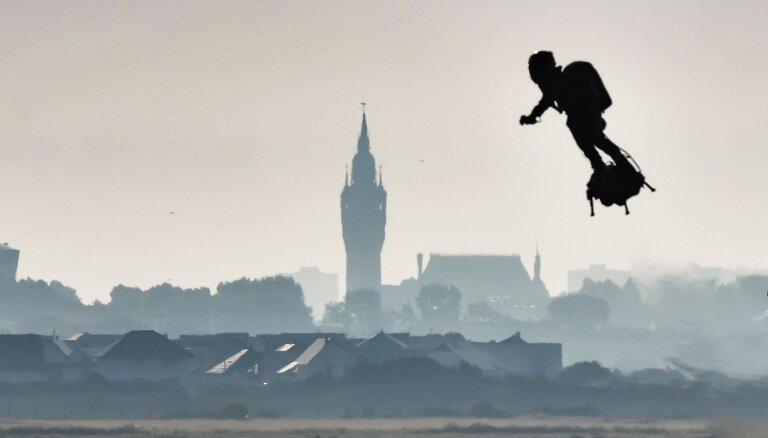ВИДЕО: Французский изобретатель пересек Ла-Манш на летающей доске