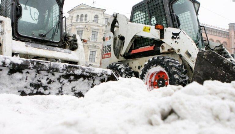 Для уборки снега запретят стоянку на улицах Риги (полный список)