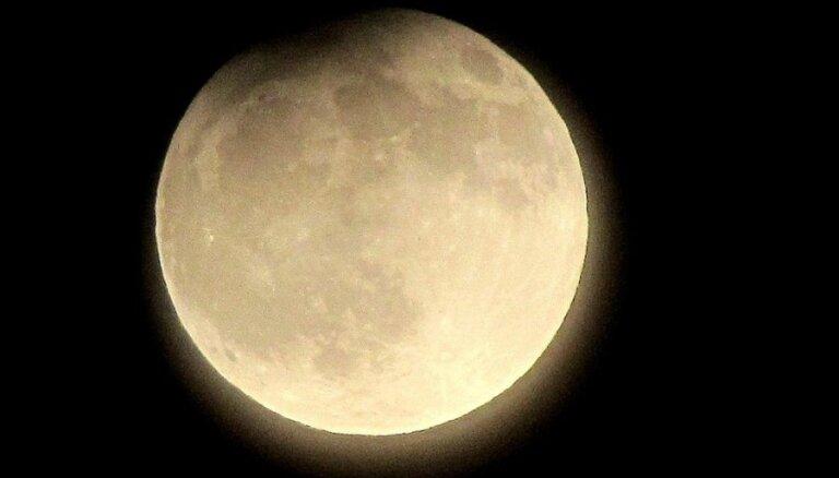 Nākamnedēļ Latvijā būs vērojams daļējs Mēness aptumsums