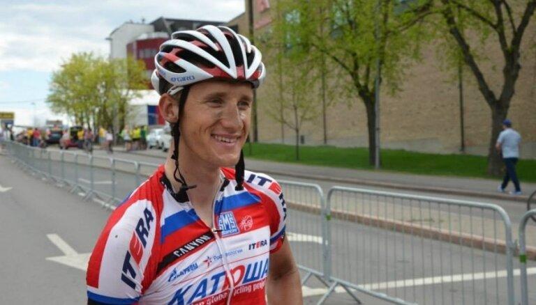 Российский велогонщик заменен на латвийского из-за пьянства