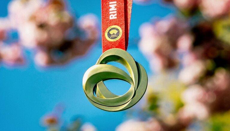 'Rimi' Rīgas maratona 30. jubilejas medaļu dizainējis Tokijas Olimpisko spēļu medaļu autors
