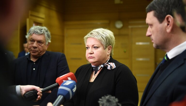 Оппозиция Рижской думы подала подписи за отставку вице-мэров