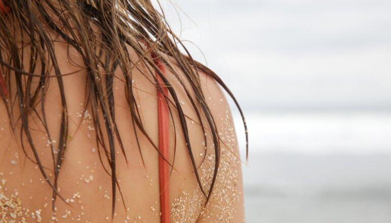 Kā aizsargāt matus no saules un sālsūdens ietekmes?