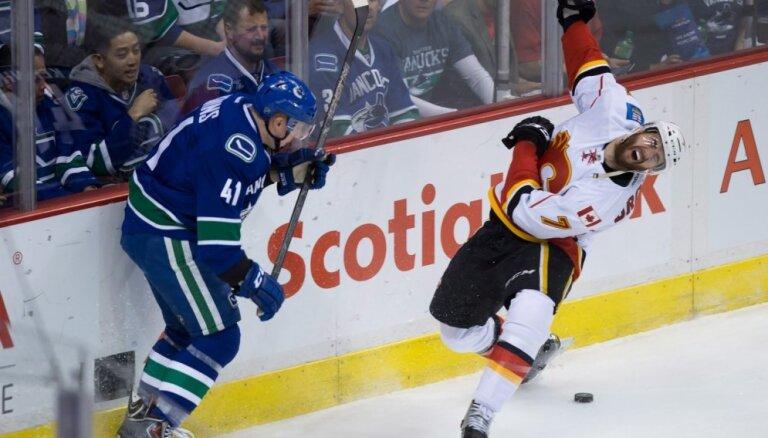 Ķēniņa 'Canucks' pagarina Stenlija kausa sēriju pret 'Flames'