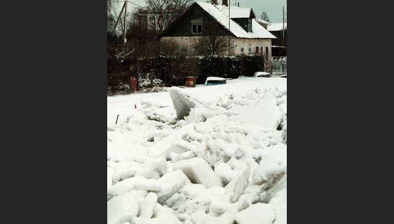 Сегодня взорвут ледовый затор у Плявиняс