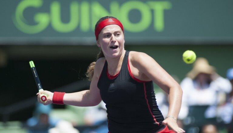 Ostapenko Sinsinati turnīra dubultspēlēs piedzīvo zaudējumu otrajā kārtā