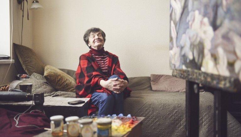 75. dzimšanas dienu svin gleznotāja Biruta Delle