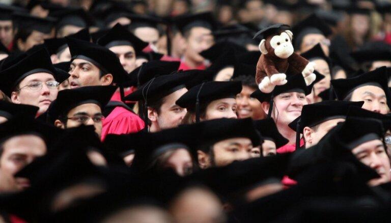 Stipendijas nav vienīgais atbalsts studējošajiem, norāda Šuplinska un tiesībsargs