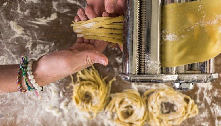 Vieglāk nekā šķiet: mājās gatavoti makaroni un to variācijas