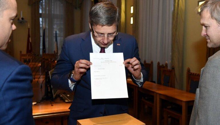 NA mēģina šūpot Ušakova Eiropas mēru tīkla prezidenta amatu