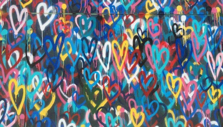 Pateikt vienu, bet dažādās mēlēs. Kas ir mīlestības valodas