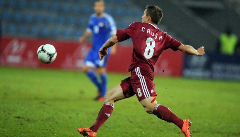 Latvijas futbola izlasei PK kvalifikācijas spēlē piektdien nepalīdzēs Cauņa un Lukjanovs