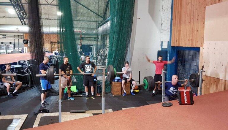 Latvijas bobslejisti sezonai turpina gatavoties Ventspilī