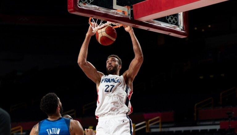 Francijas basketbolisti sagādā ASV izlasei pirmo olimpisko zaudējumu kopš 2004. gada