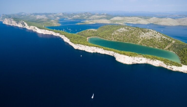 Miera sālsezers Horvātijā – fantastiska vieta, kurp doties baudīt dabas krāšņumu