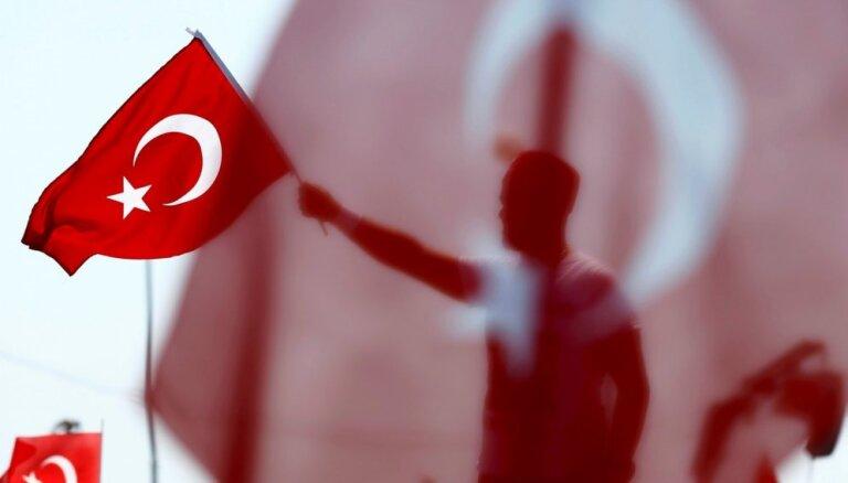 Turcija nosūtījusi militārpersonas apmācībai ar Krievijas pretgaisa aizsardzības sistēmām 'S-400'