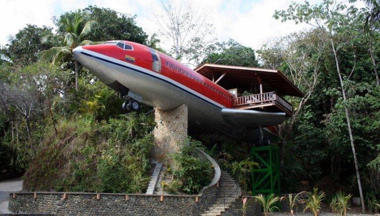 Foto: Pasaules dīvainākās viesnīcas - nakšņo kokā, sunītī, kanalizācijas akā vai ūdenskritumā