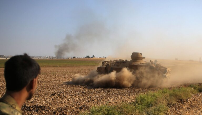 Sīrijas kurdi paziņo par vienošanos ar Damasku izvietot pie robežas valdības spēkus