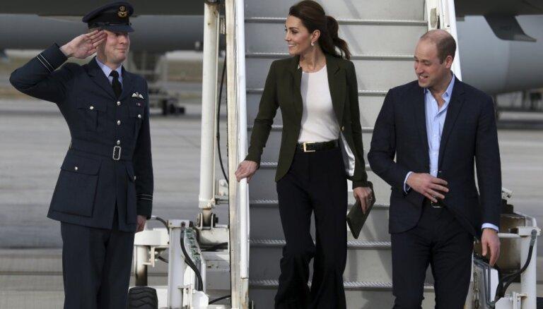 Kembridžas hercogiene Katrīna pārsteidz ar apģērba izvēli