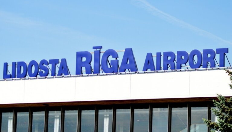 """На такси из аэропорта """"Рига"""": хаос сохраняется, но ситуация немного улучшилась"""