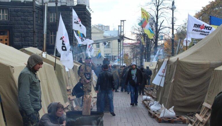 Delfi Kijevā: Ļaško 'bomžu' Maidans un draudi no kāda bārdaiņa