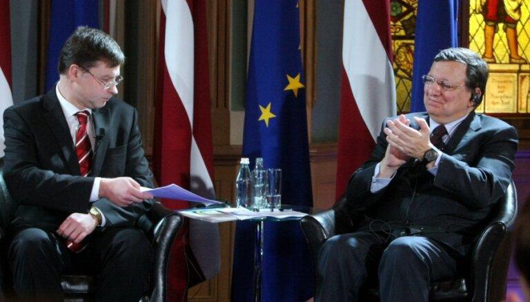 Foto: ES līderi un premjers sarīko vērienīgas eiro ieviešanas svinības