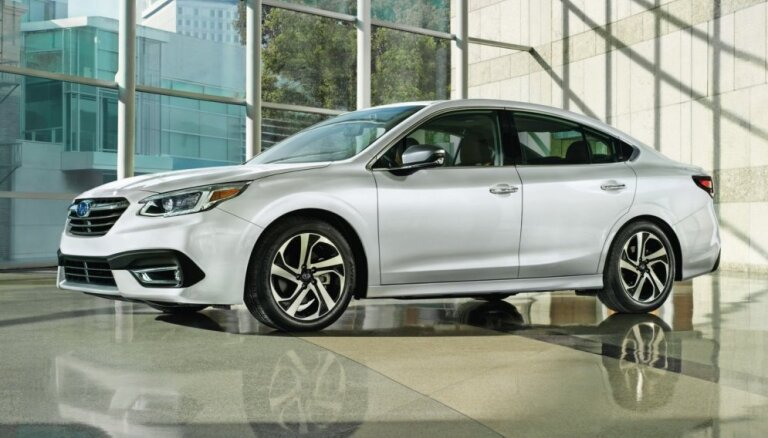 'Subaru' prezentējis jauno 'Legacy' sedanu