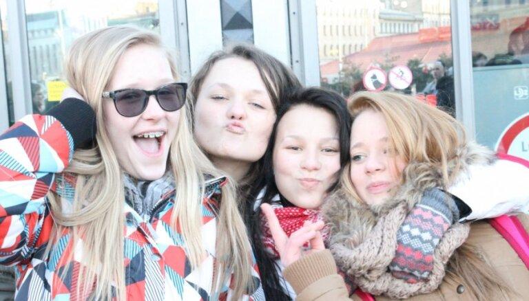 Rīgas centrā ļaudis kratās 'Hārlemas stilā'