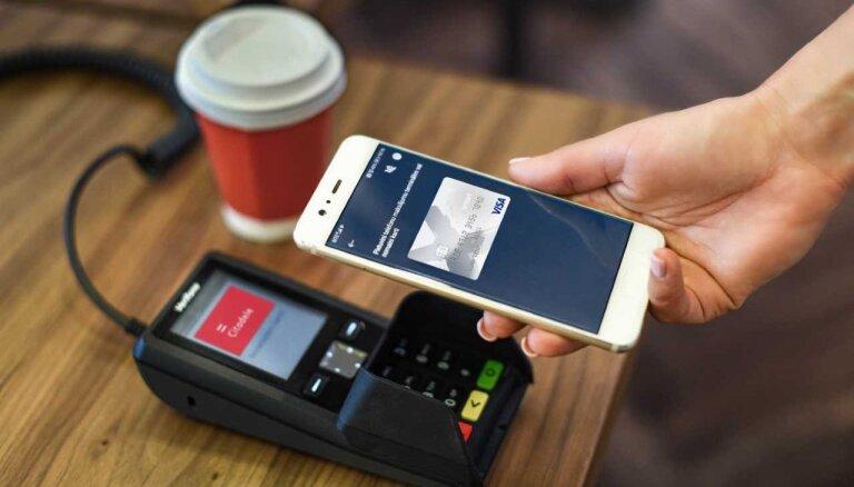 Tagad Latvijā ar viedtālruni var maksāt arī 'Visa' karšu lietotāji