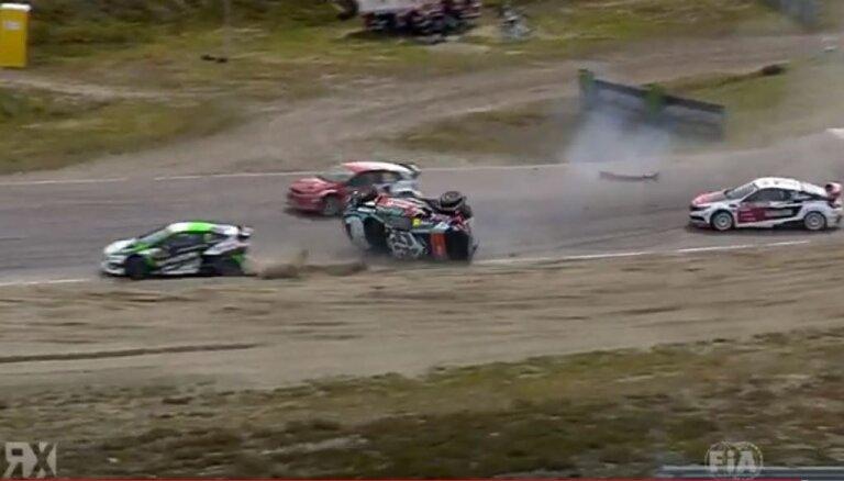 Video: Nitišs startā pēc kontakta ar Baumani un Timerzjanovu piedzīvo iespaidīgu avāriju