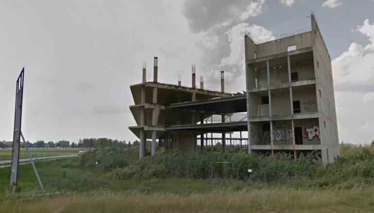 Vizualizācija: Neglītā karkasa vietā pie Rīgas lidostas taps četrzvaigžņu viesnīca