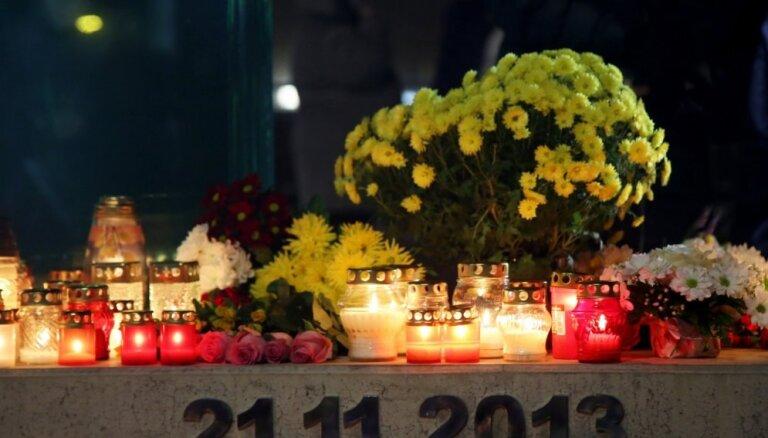 ФОТО: На месте обрушения Maxima вспоминают жертв золитудской трагедии