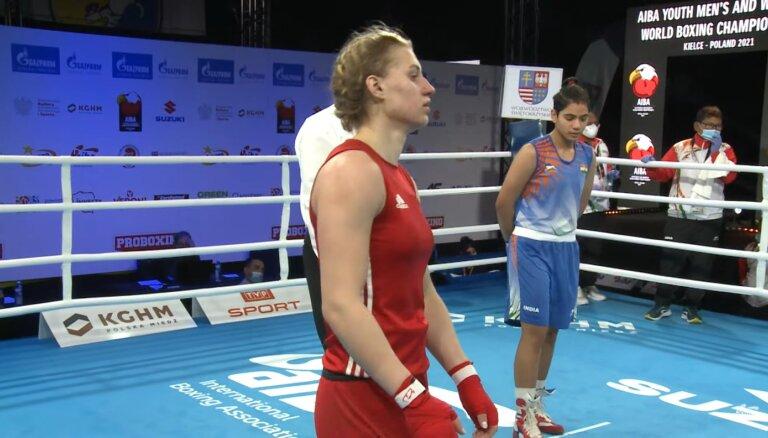 Boksere Rozentāle sasniedz pasaules junioru čempionāta pusfinālu