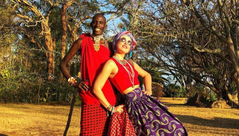 Krāšņi foto: Ksenijas Sobčakas raibie piedzīvojumi Āfrikā