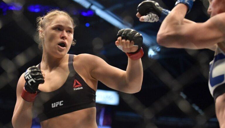 Amerikāņu cīņas mākslas superzvaigzne Ronda Rouzija apprecējusi MMA cīkstoni