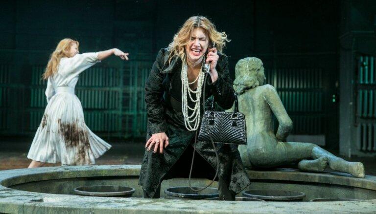 Foto: Regnāra Vaivara 'Klusa nakts, dzēra nakts' Valmieras teātrī