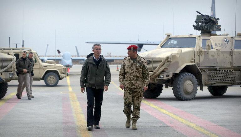 NATO spēki pagaidām nepametīs Afganistānu